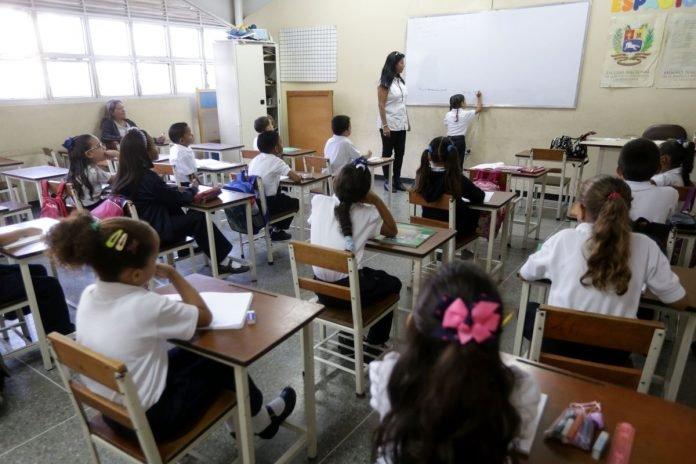 """Maduro: """"Regreso a clases presenciales será con medidas de bioseguridad garantizadas"""" - febrero 3, 2021 9:16 pm - NOTIGUARO - Nacionales"""