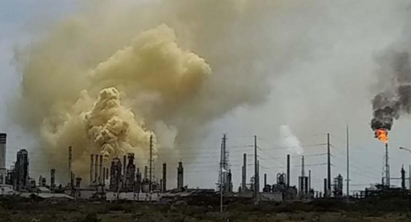"""Trabajadores de la refinería Amuay niegan que explosión se debió a un """"ataque terrorista"""" - octubre 28, 2020 7:44 pm - NOTIGUARO - Economia"""