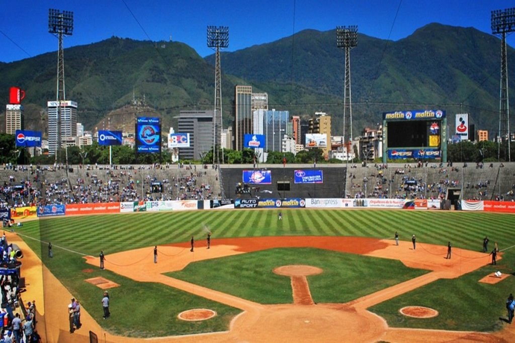 """Maduro: """"Fecha de inicio de la temporada de Béisbol será este #15Nov con 30% de aforo"""" - noviembre 1, 2020 10:24 pm - NOTIGUARO - Deporte"""