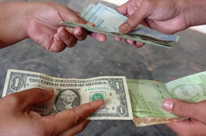Maracaibo: Choferes reciben el dólar a Bs. 600.000 y cobran pasaje en Bs.500.000 - diciembre 21, 2020 9:27 pm - NOTIGUARO - dólares