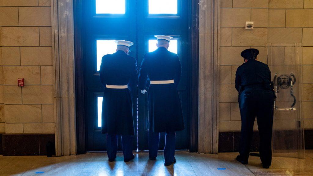 """¡Alerta! Cierran el Capitolio de EE.UU. debido a una """"amenaza de seguridad externa"""" (video) - enero 18, 2021 12:21 pm - NOTIGUARO - Internacionales"""