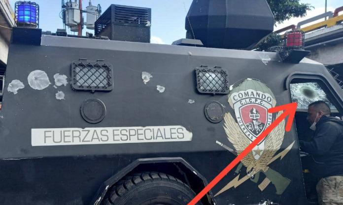 Así quedó unidad blindada del BAE tras rescatar a funcionarios del CICPC durante enfrentamiento en la Cota 905 (+fotos) - abril 22, 2021 11:00 pm - NOTIGUARO - Nacionales