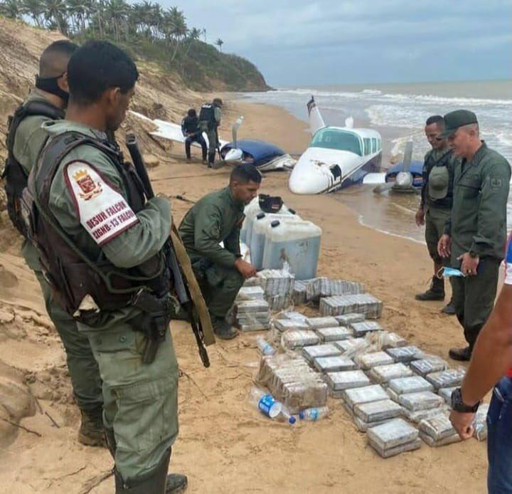 En Falcón: Avioneta con 120 panelas de presunta droga se estrelló en una playa este #28Abr - abril 28, 2021 11:17 pm - NOTIGUARO - Nacionales