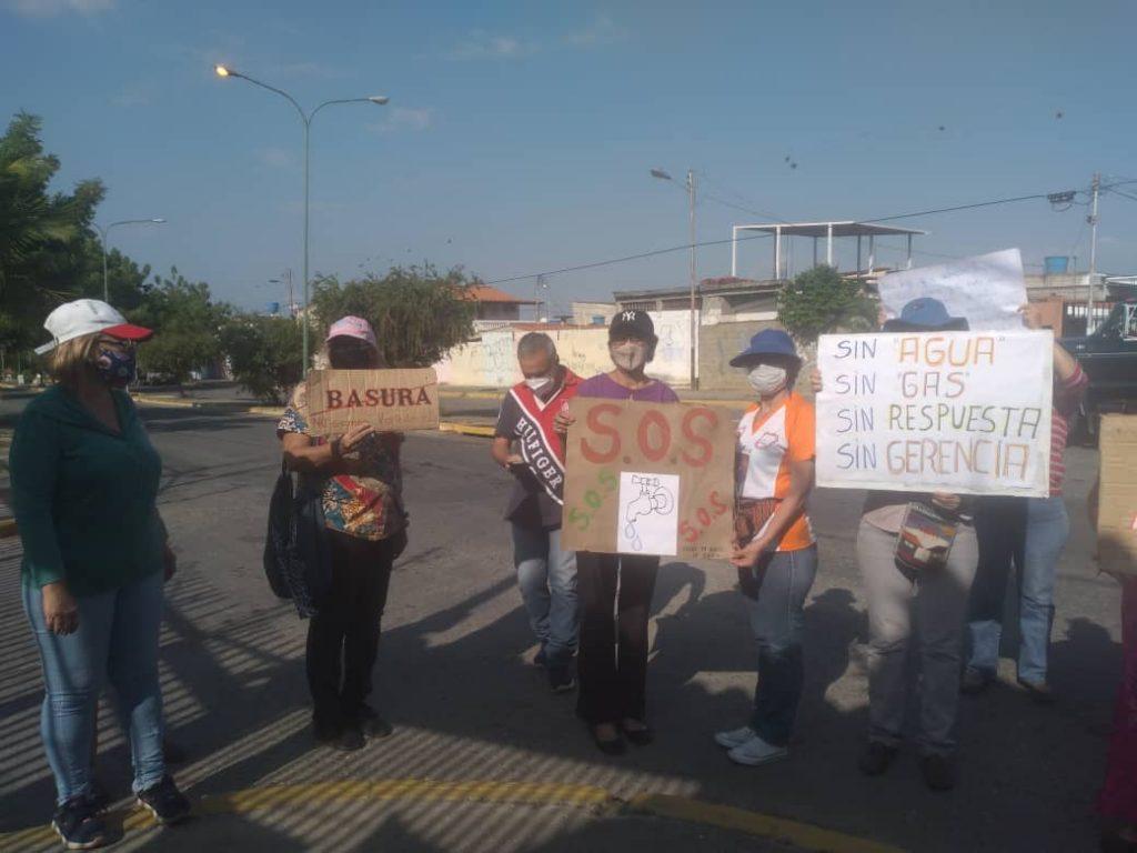 Cabudare: En la Urb. La Puerta protestaron por fallas en los servicios básicos y también exigen vacunación - abril 22, 2021 7:01 am - NOTIGUARO - Locales