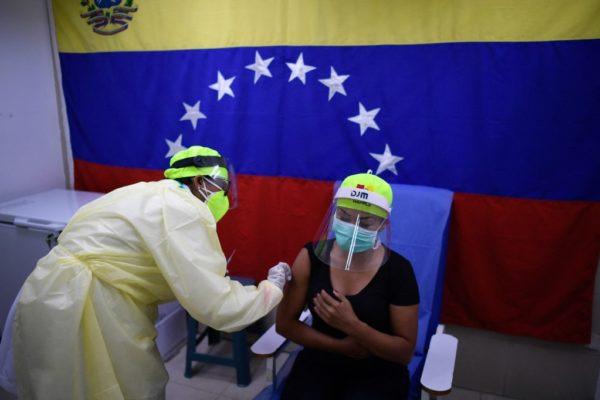 ¿Qué síntomas han presentado quienes recibieron la vacuna contra la COVID-19 en Venezuela? - abril 21, 2021 9:45 pm - NOTIGUARO - Nacionales