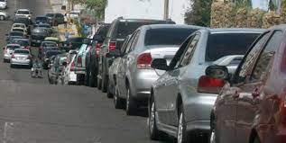 Continúa la escasez de gasolina en el Zulia: Hasta 4 días deben esperar los conductores en largas colas - abril 20, 2021 11:29 pm - NOTIGUARO - Nacionales
