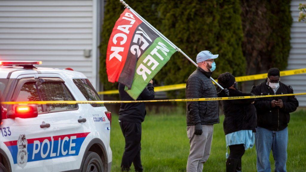 EE.UU.: Cámara corporal capta el momento en que un policía mata a tiros a una adolescente - abril 21, 2021 11:34 pm - NOTIGUARO - Internacionales