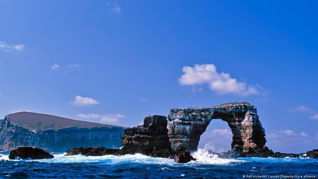 """En Ecuador: Colapsa emblemático """"Arco de Darwin"""" en Islas Galápagos - mayo 18, 2021 11:37 pm - NOTIGUARO - Internacionales"""