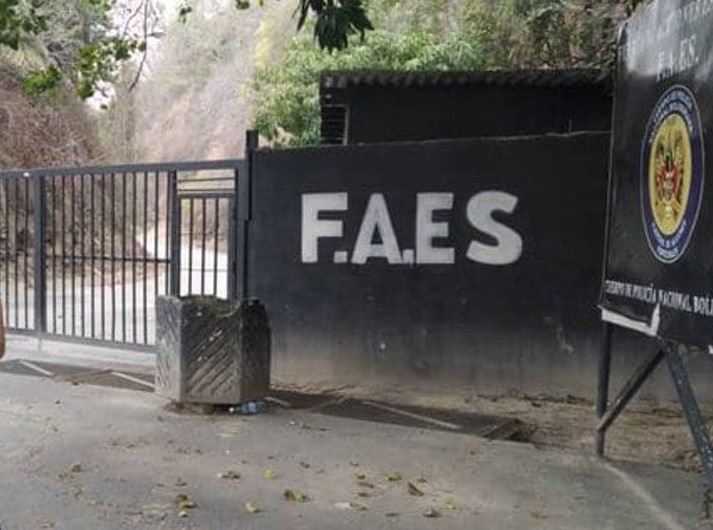 Comenzó el trasladado de presos políticos recluidos en la sede de las FAES, a un lugar desconocido - mayo 19, 2021 11:28 pm - NOTIGUARO - Nacionales