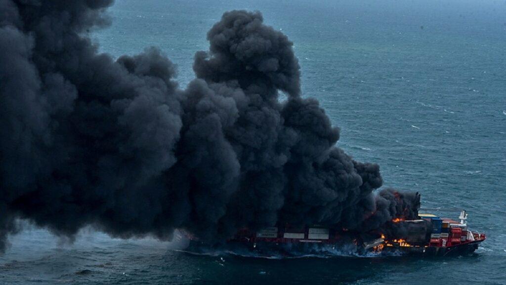 """Sri Lanka se enfrenta al """"peor desastre"""" ecológico marino de su historia tras el incendio de un buque de carga - mayo 30, 2021 11:26 am - NOTIGUARO - Internacionales"""