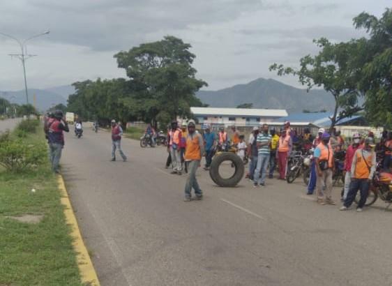 Lara: Transportistas y comerciantes exigen habilitar una E/S dolarizada en El Tocuyo - junio 10, 2021 11:41 pm - NOTIGUARO - Locales