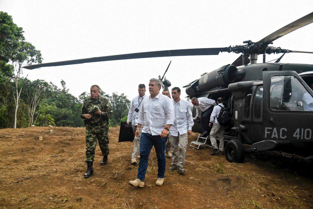 Ofrecen 795 mil dólares de recompensa por información sobre ataque a helicóptero del presidente de Colombia - junio 26, 2021 10:11 pm - NOTIGUARO - Internacionales