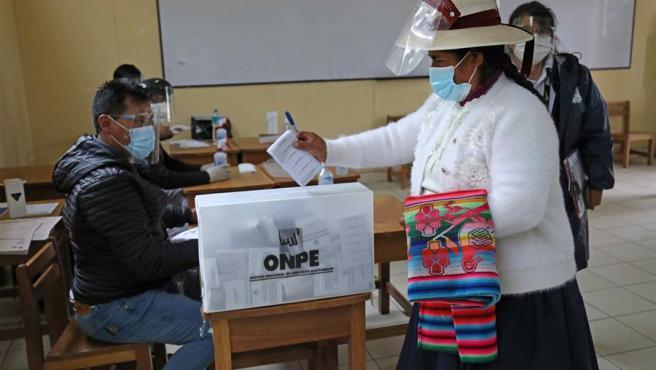 Elecciones en Perú: El conteo rápido da un empate técnico entre Fujimori y Castillo para la presidencia - junio 7, 2021 12:08 am - NOTIGUARO - Internacionales