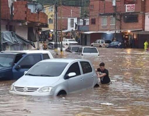 En Caracas y Miranda: Fuertes lluvias causaron inundaciones en varias zonas (+videos) - junio 25, 2021 8:00 am - NOTIGUARO - Nacionales
