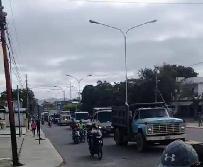En Lara: Transportistas de carga protestaron por falta de gasoil en El Tocuyo - junio 16, 2021 11:10 am - NOTIGUARO - Locales