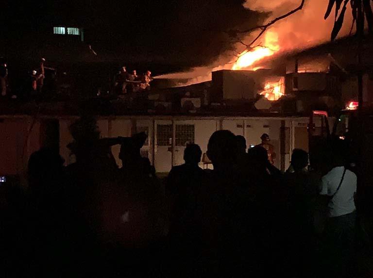 Voraz incendió cubrió a la Escuela de Estudios Políticos y Administrativos de la UCV - julio 1, 2021 10:20 am - NOTIGUARO - Nacionales