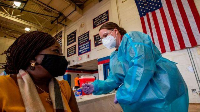 En EE.UU.: Nueva York pagará 100 dólares a quien se vacune contra el COVID-19 - julio 29, 2021 10:00 am - NOTIGUARO - Internacionales