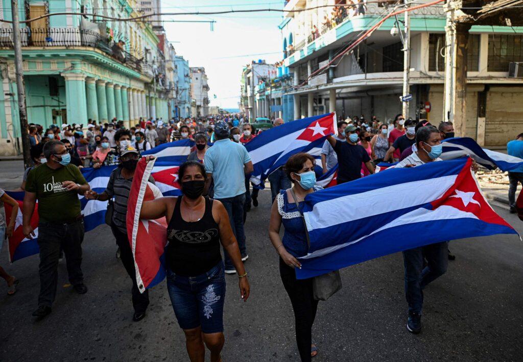 Cuba: Pdte. Díaz-Canel pide a sus seguidores salir a las calles ante jornada de protestas - julio 12, 2021 9:30 am - NOTIGUARO - Internacionales