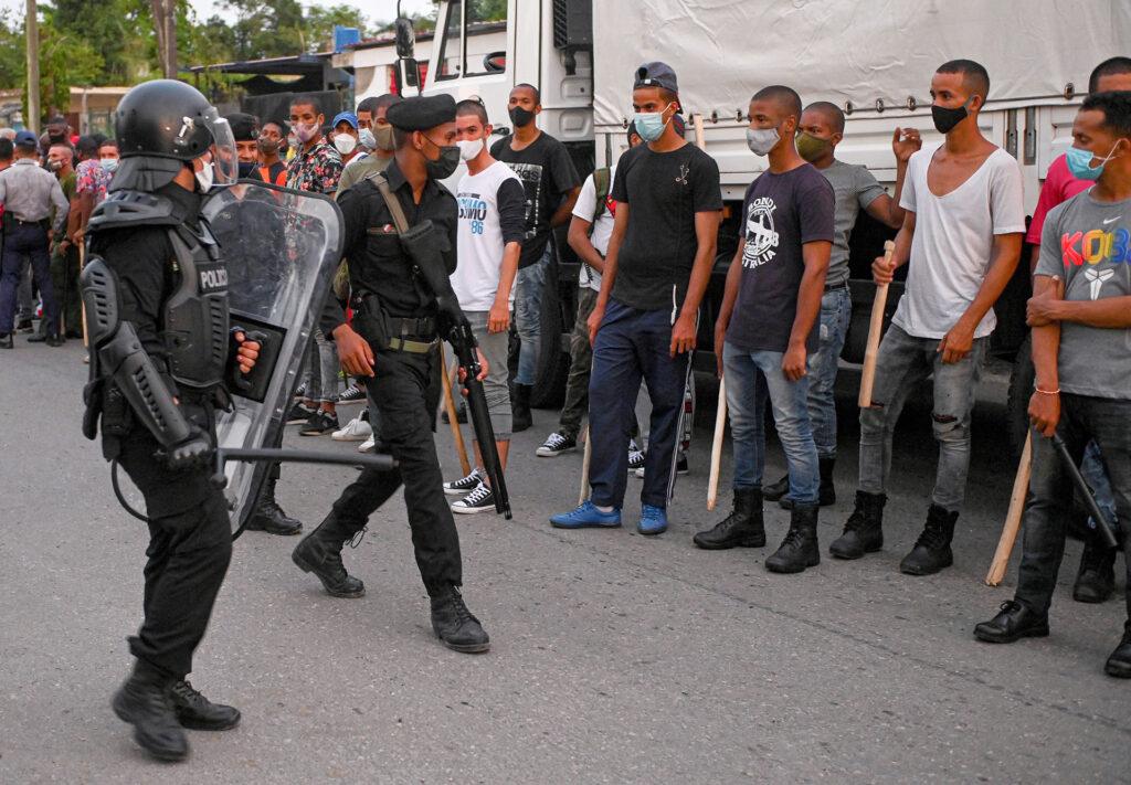 En Cuba: Policía habría detenido a presunto manifestante y a su hijo de cinco años - julio 20, 2021 10:00 am - NOTIGUARO - Internacionales