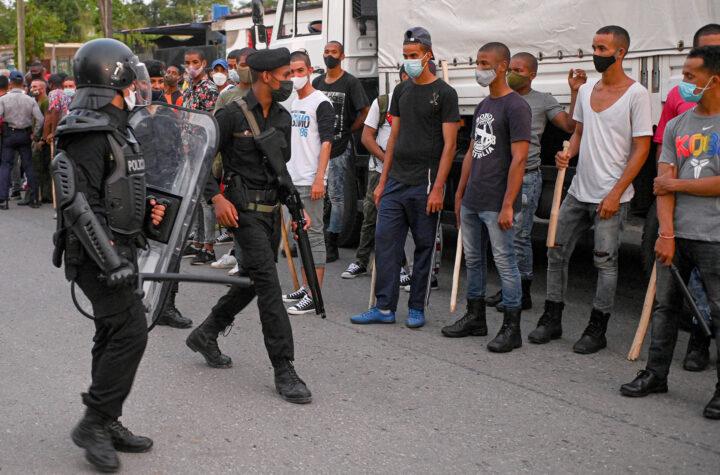 En Cuba: Policía habría detenido a presunto manifestante y a su hijo de cinco años - julio 20, 2021 10:00 am - NOTIGUARO - Cuba