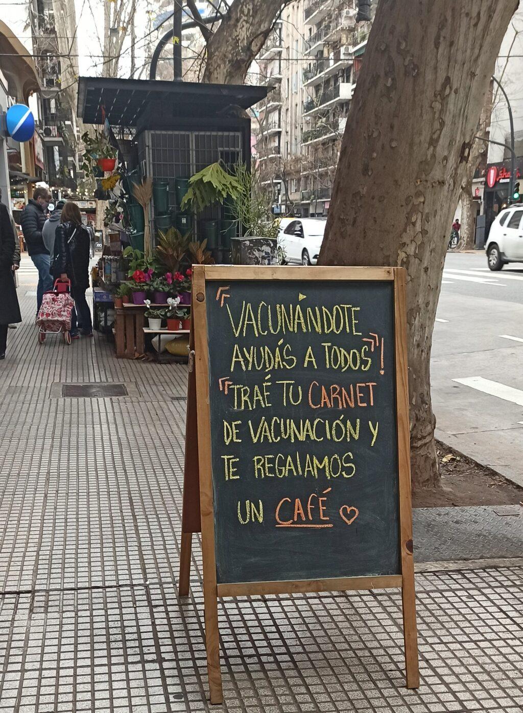 En Argentina: Negocios regalan café, vino y cervezas para promover la vacunación - julio 30, 2021 11:30 am - NOTIGUARO - Internacionales