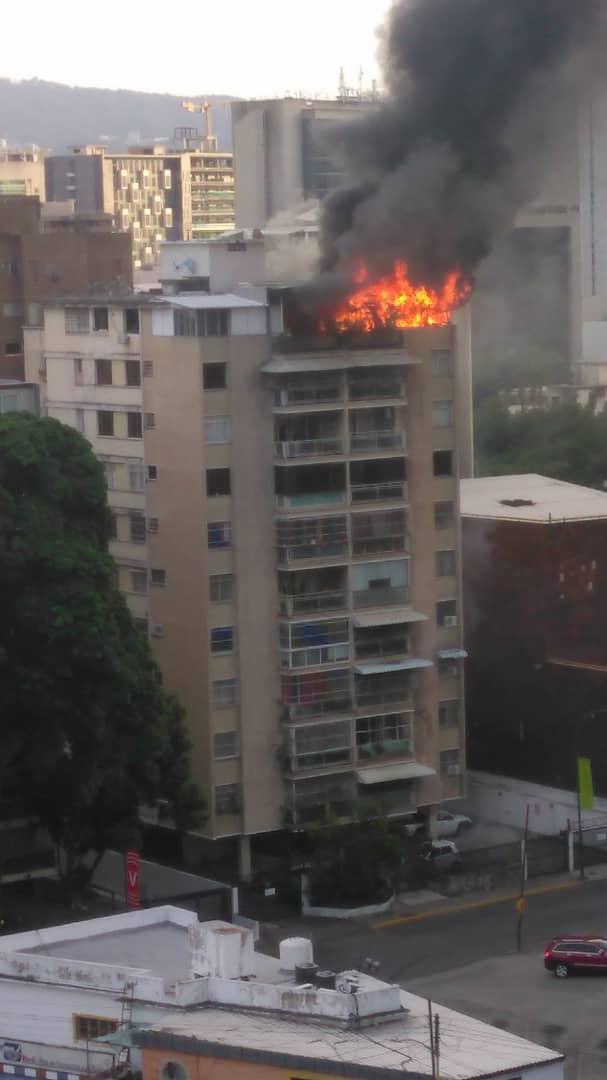 En Caracas: Usuarios reportaron dos incendios este #12Jul - julio 13, 2021 10:00 am - NOTIGUARO - Nacionales