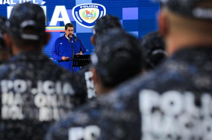 """""""Por su heroica labor"""": Maduro condecoró a policías que se enfrentaron contra la banda de la Cota 905 - julio 17, 2021 9:30 am - NOTIGUARO - Cota 905"""