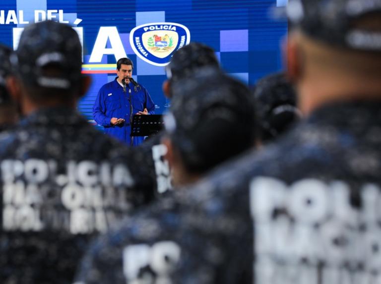 """""""Por su heroica labor"""": Maduro condecoró a policías que se enfrentaron contra la banda de la Cota 905 - julio 17, 2021 9:30 am - NOTIGUARO - Nacionales"""
