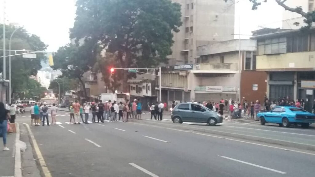 En Caracas: Residentes de Altagracia toman la Av. Baralt tras semanas sin servicio de agua - julio 17, 2021 10:20 am - NOTIGUARO - Nacionales