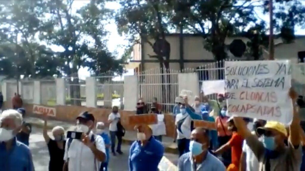 En Barquisimeto: Ciudadanos protestan frente a sede de Hidrolara por fallas en el servicio de agua - julio 7, 2021 9:00 am - NOTIGUARO - Locales