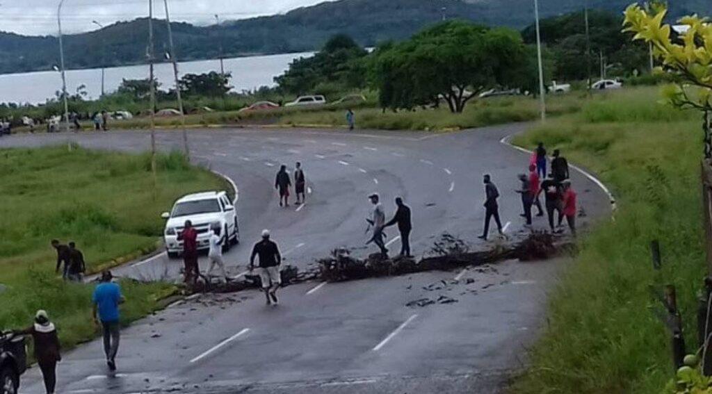 En Puerto Ordaz: Conductores toman las calles por escasez de combustible - julio 11, 2021 12:30 pm - NOTIGUARO - Nacionales