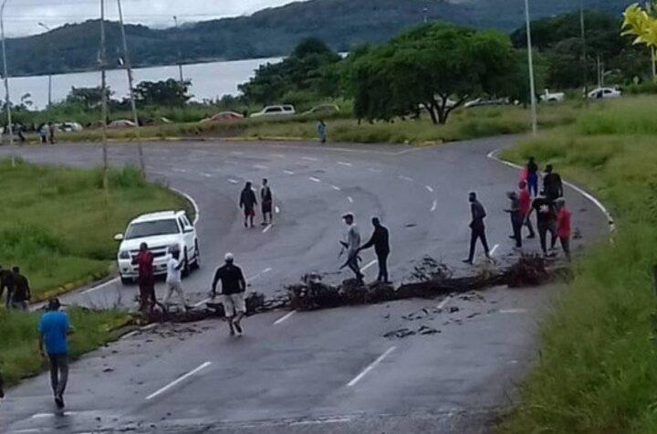 En Puerto Ordaz: Conductores toman las calles por escasez de combustible - julio 11, 2021 12:30 pm - NOTIGUARO - Gasolina
