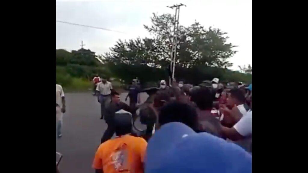 En Sabaneta: Denuncian que GNB agredió a ciudadanos que exigían gasolina (+VÍDEO) - julio 2, 2021 10:00 am - NOTIGUARO - Nacionales