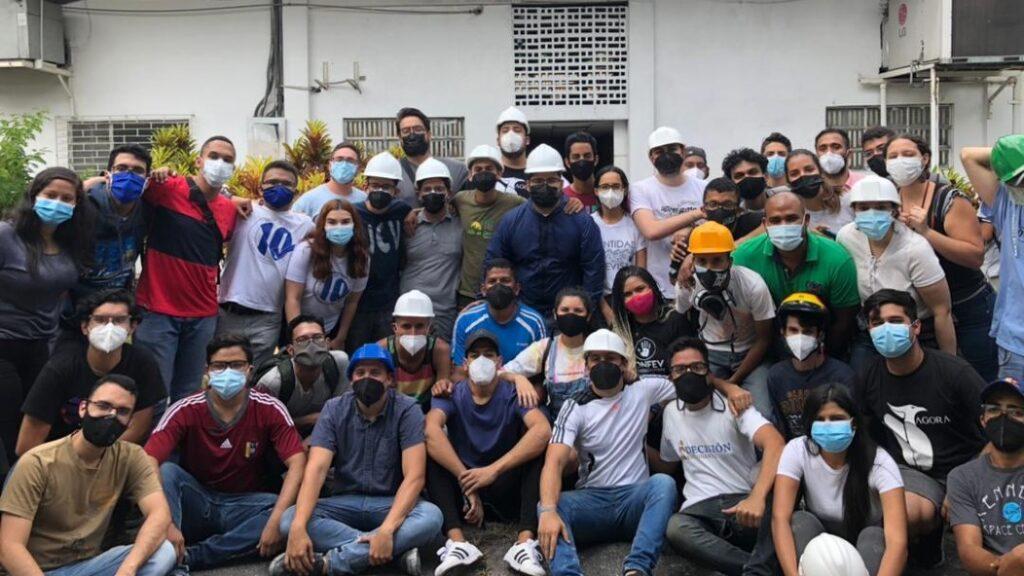 ¡Admirable! Estudiantes de la UCV ayudan a recuperar instalaciones afectadas por el incendio - julio 6, 2021 10:30 am - NOTIGUARO - Nacionales