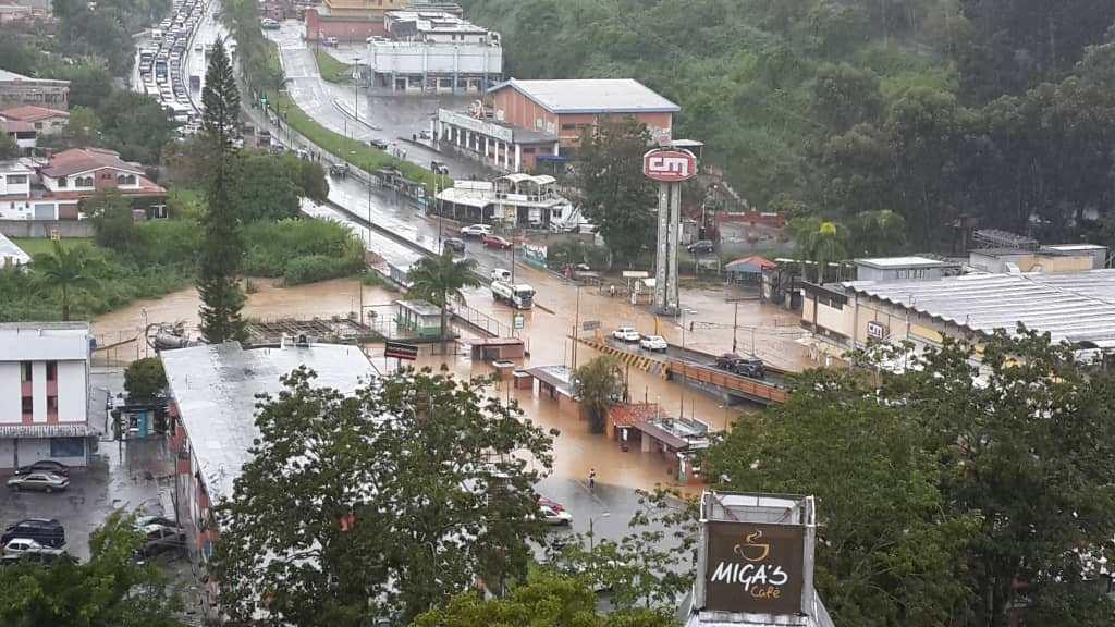 Continúa búsqueda de tres desaparecidos en Los Teques por lluvias - agosto 13, 2021 6:28 pm - NOTIGUARO - Nacionales