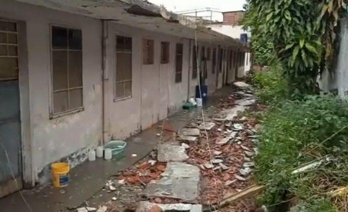 En La Guaira: Muere una niña tapiada al derrumbarse una pared del liceo Lorenzo González tras fuertes lluvias - agosto 31, 2021 1:21 am - NOTIGUARO - Nacionales