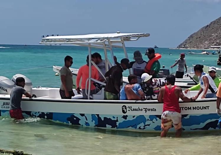 """Los Roques: 22 náufragos han sido rescatados tras incendio de la embarcación """"Don Rafa Junior"""" - septiembre 22, 2021 3:31 pm - NOTIGUARO - Nacionales"""