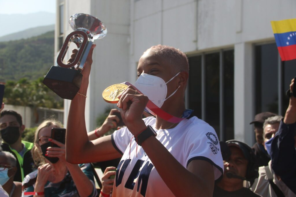 La reina del salto triple Yulimar Rojas arribó a Venezuela - septiembre 14, 2021 12:59 pm - NOTIGUARO - Deporte