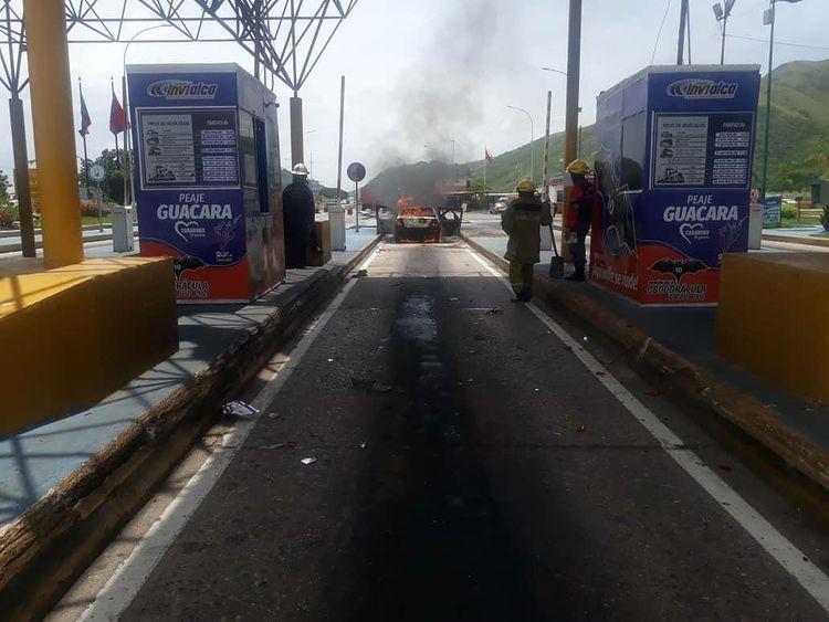 En Carabobo: Carro cargado con bidones de gasolina impactó a otro provocando fuerte incendio - septiembre 16, 2021 6:41 pm - NOTIGUARO - Nacionales