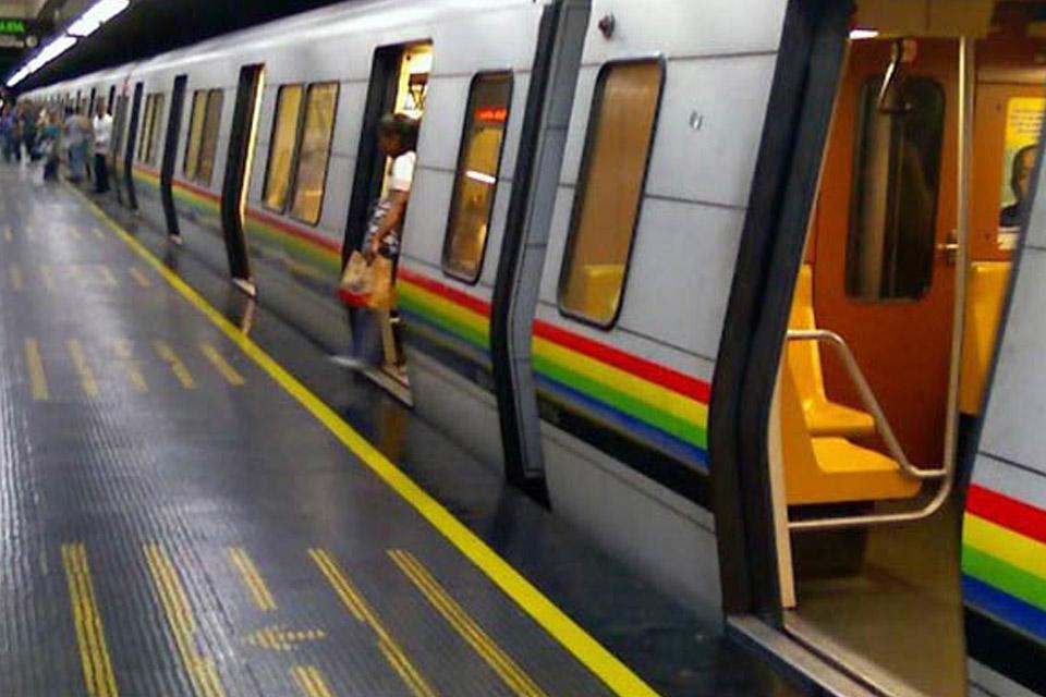 ¡Otra explosión! Usuarios vivieron momentos de tensión en el Metro de Caracas - septiembre 25, 2021 6:49 pm - NOTIGUARO - Nacionales