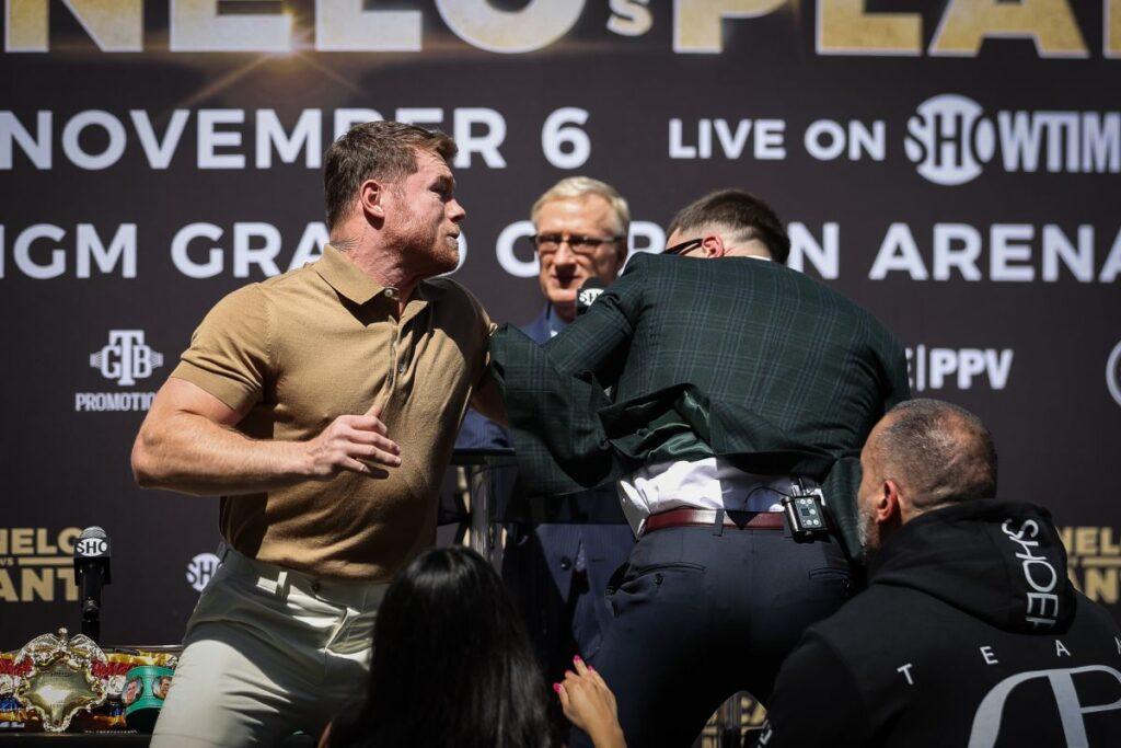 ¡No esperaron subirse al ring! Canelo Álvarez y Caleb Plant se caen a golpes en rueda de prensa - septiembre 22, 2021 12:49 pm - NOTIGUARO - Deporte