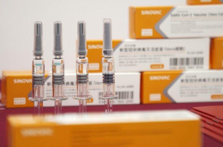 """En Brasil: Detienen la distribución y uso de millones de dosis de la vacuna """"CoronaVac"""" - septiembre 6, 2021 9:18 am - NOTIGUARO - Internacionales"""