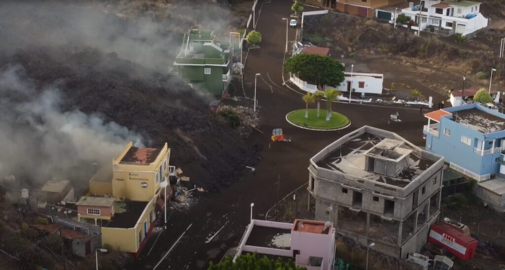 España: Lava del volcán de La Palma cubre más de 166 hectáreas y destruye 350 casas - septiembre 23, 2021 11:16 am - NOTIGUARO - Internacionales
