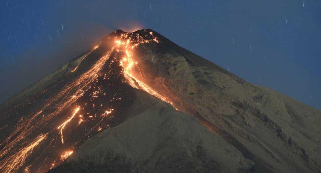 Guatemala: Entró en erupción el volcán de Fuego, uno de los más activos de Centroamérica (+videos) - septiembre 24, 2021 7:21 am - NOTIGUARO - Internacionales