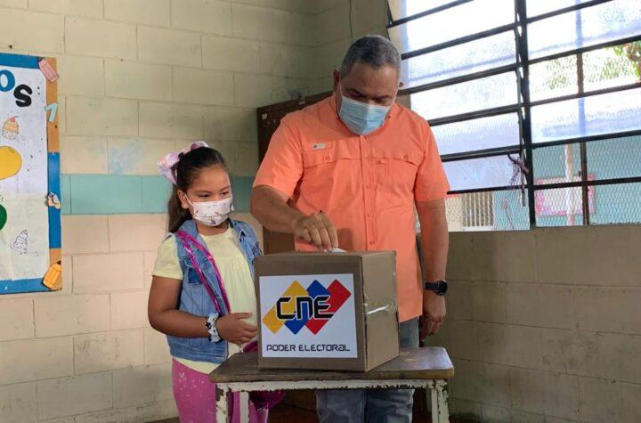 """Adolfo Pereira: Simulacro electoral ha sido """"rápido y sencillo"""" en Lara - octubre 10, 2021 5:27 pm - NOTIGUARO - CNE"""