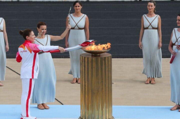 """Grecia entregó antorcha olímpica para """"Juegos de Invierno Pekín 2022"""" - octubre 19, 2021 2:30 pm - NOTIGUARO - Deporte"""
