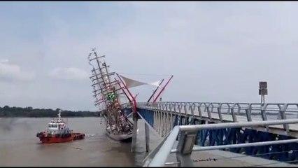 Buque escuela de Brasil colisiona con un puente peatonal en un puerto de Ecuador (+videos) - octubre 18, 2021 9:47 pm - NOTIGUARO - Internacionales