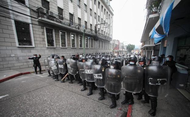 Guatemala: Varios heridos tras asalto del Congreso por exmilitares - octubre 20, 2021 4:30 pm - NOTIGUARO - Internacionales